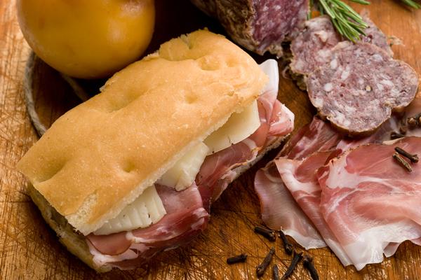 Sendvič sa pršutom i sirom