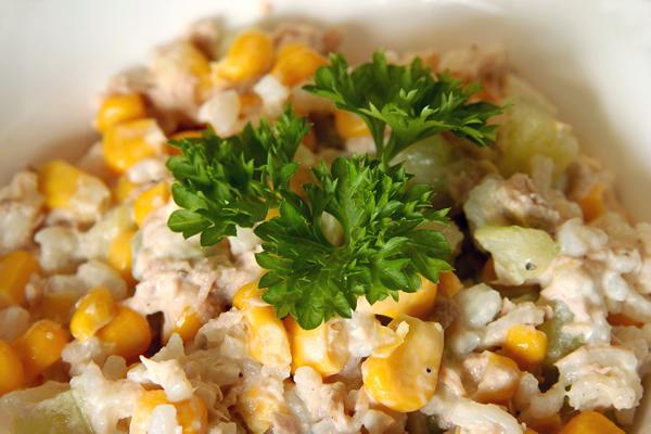 Salata sa tunom i kukuruznim šećercem