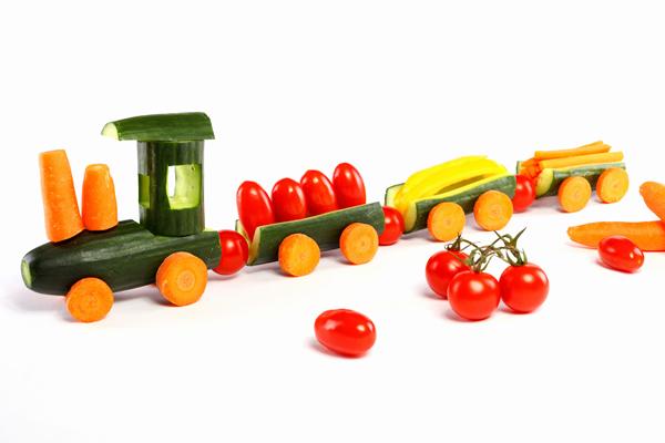 Sirovo povrće u obliku vozića