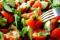 Sočna salata od paprika i krastavčića