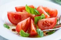 Salata od paradajza i luka